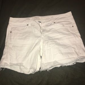 AE midi white shorts